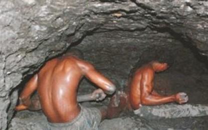 Un muerto en mina ámbar Juan De Nina
