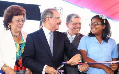 Presidente Medina deja inauguradas otras 5 escuelas en Puerto Plata.