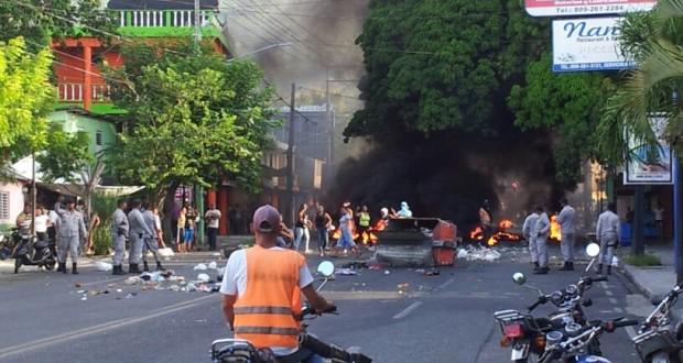 PROTESTAN EN LA JAVILLA POR MUERTE DE JOVEN DE MANOS DE RASO DE P.N.