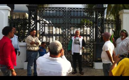 VIDEO: MIEMBROS DE LA COMUNIDAD DE PUERTO PLATA, SEPULTAN SIMBÓLICAMENTE AL ALCALDE WALTER MUSA Y OTROS FUNCIONARIOS.