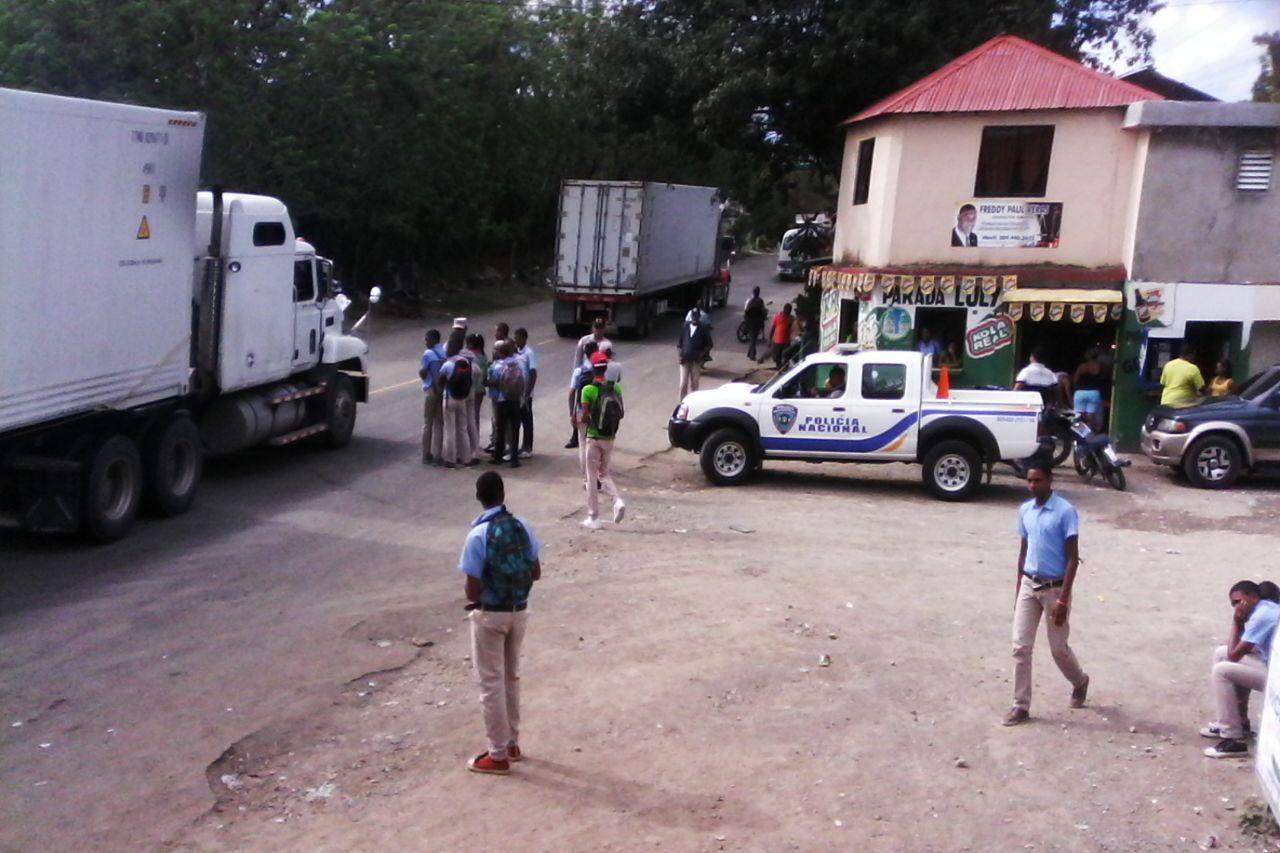 ESTUDIANTES LLANOS DE PÉREZ VUELVEN A PROTESTAR POR ALIMENTOS Y LICEO.