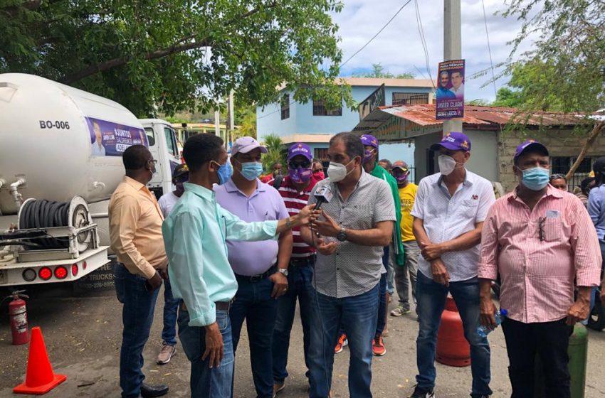 CIENTOS DE FAMILIAS RECIBEN GAS PROPANO DE PARTE DE JAVIER CLARK EN VILLA ISABELA.