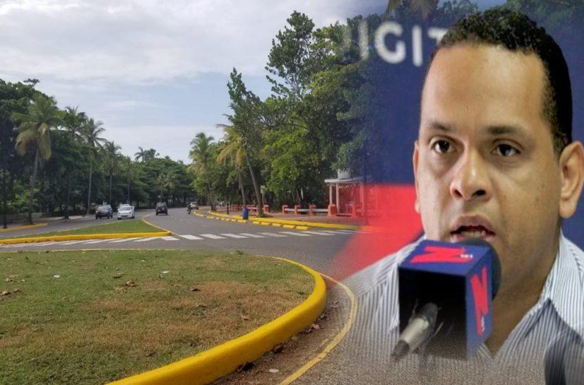 SECRETARIO ADOMPRETUR PIDE RECONSIDERAR PROHIBICIÓN ESTACIONAMIENTO EN MALECÓN PP.