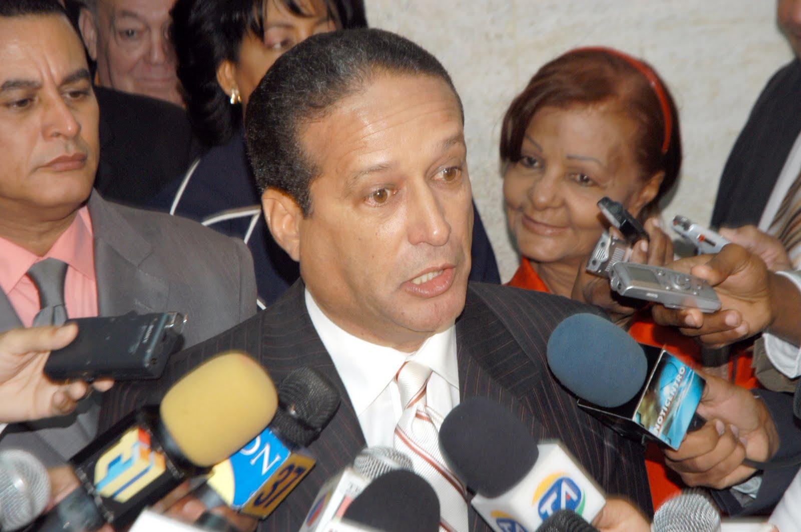 PARED PÉREZ VATICINA HABRÁN CAMBIOS EN CANDIDATURAS PLD.