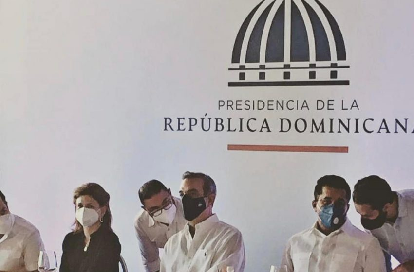 VIDEO: PRESIDENTE ABINADER INSTRUYE DIRECTOR CORAAPPLATA REDACTAR INFORME SISTEMA AGUAS RESIDUALES CABARETE.