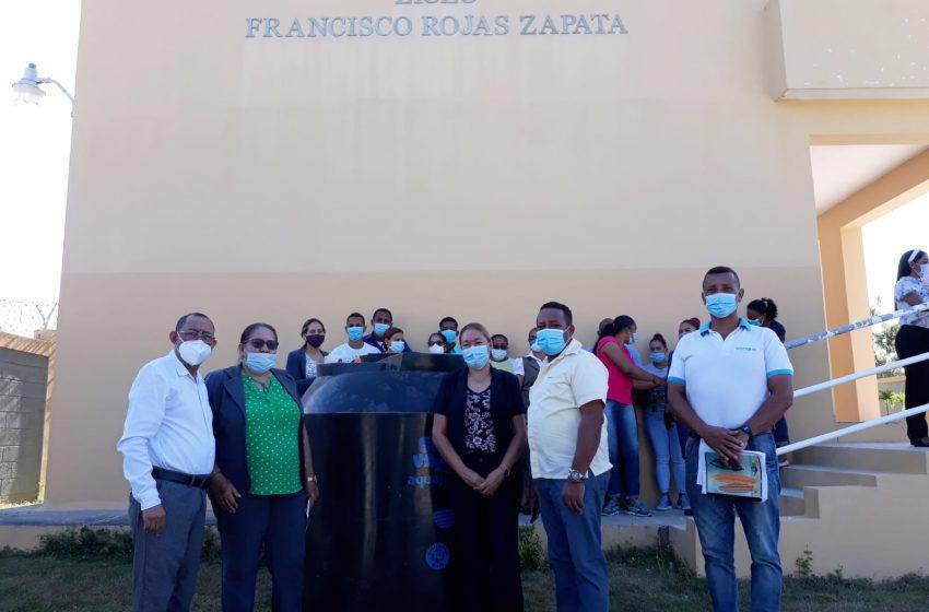 CORAAPPLATA DONA TINACOS A CENTROS EDUCATIVOS MUNICIPIOS OESTE P.P.